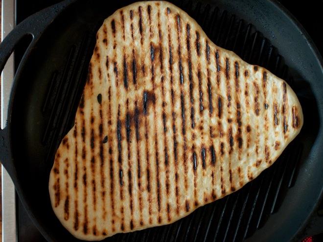 Rieskat saa paistettua hyvin myös parilapannulla, mutta grillissä niistä tulee varmasti vielä parempia.