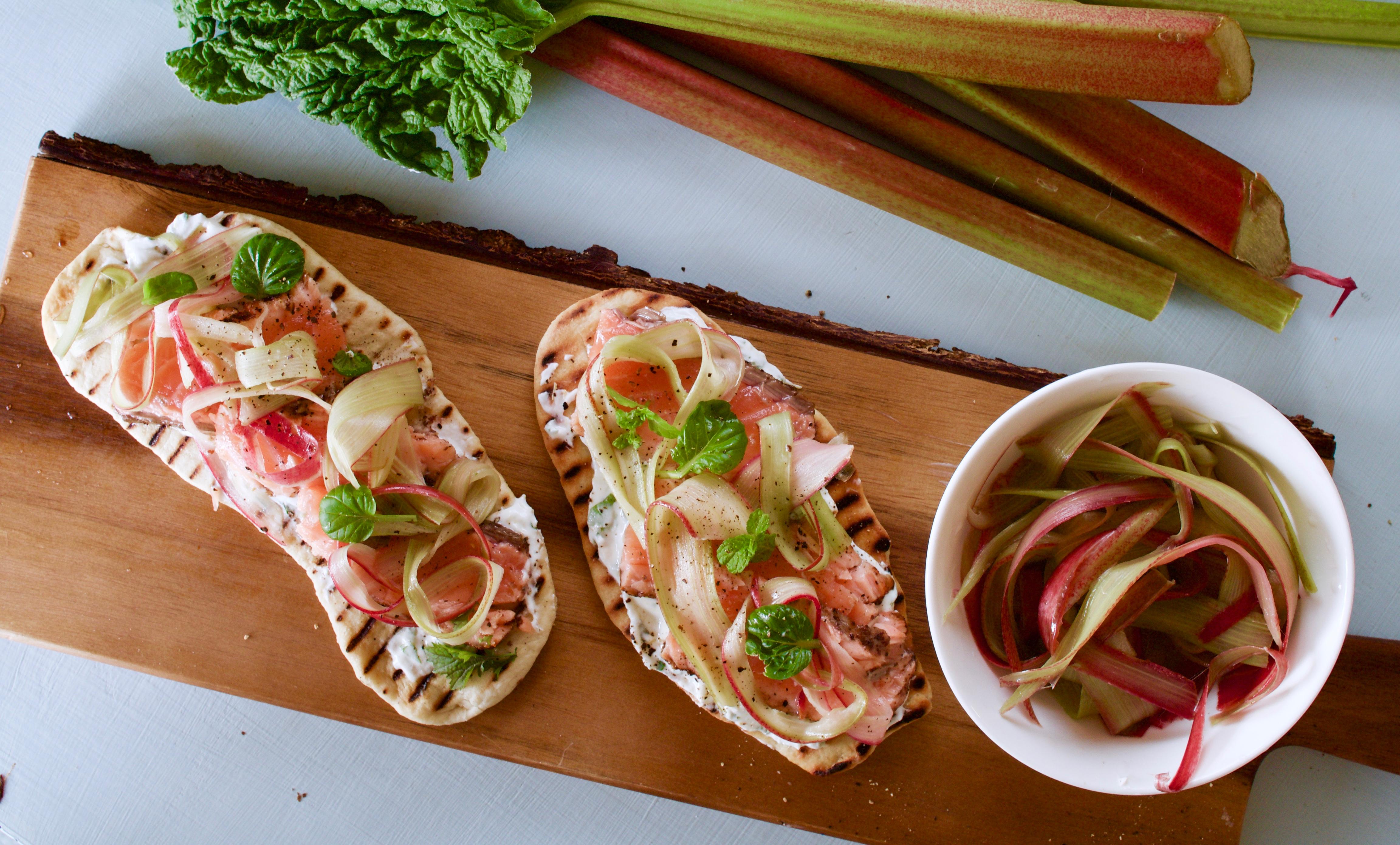 Raparperi-lohi -flatbread