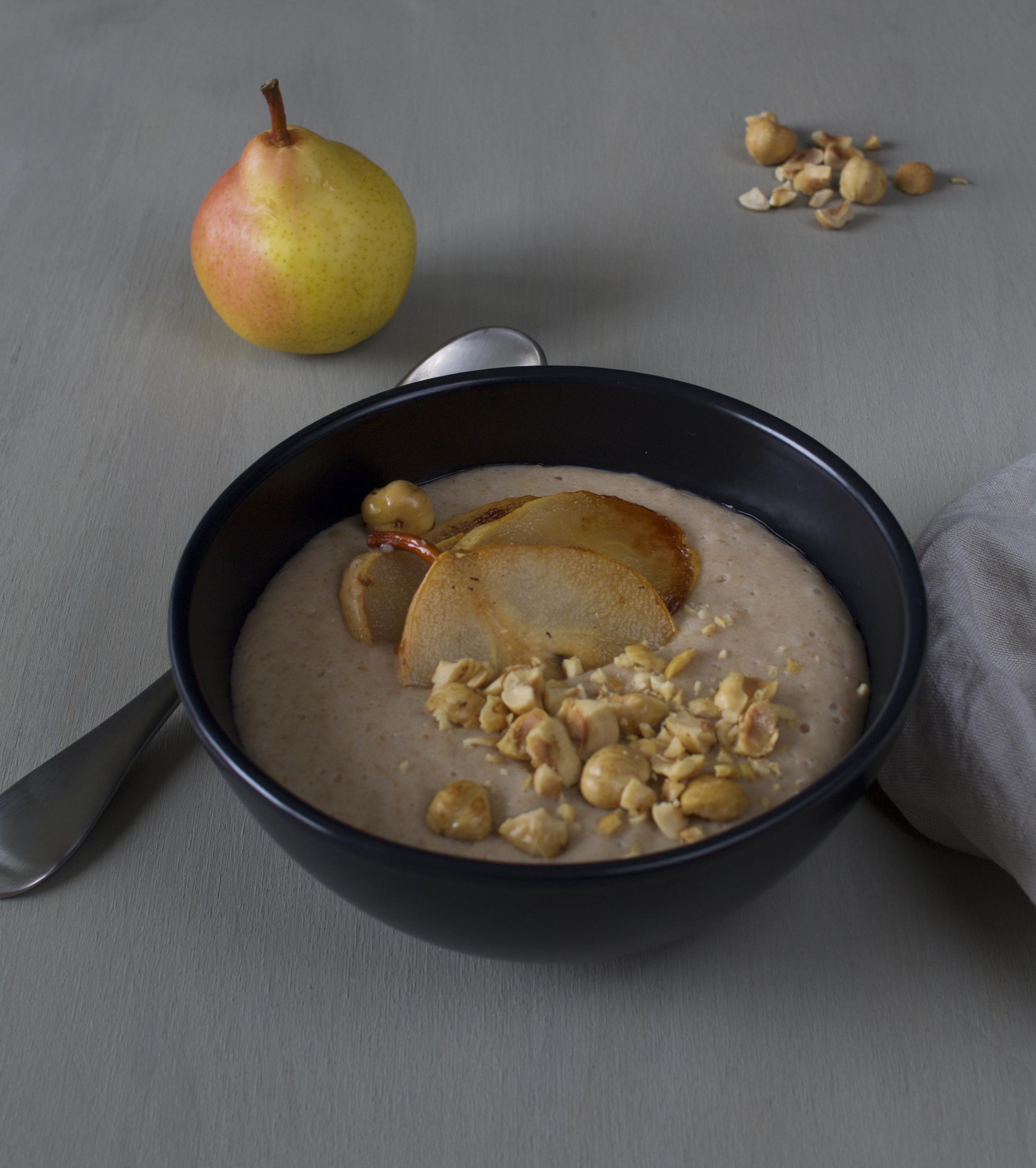 hasselpähkinäpuuro ja paistetut päärynät