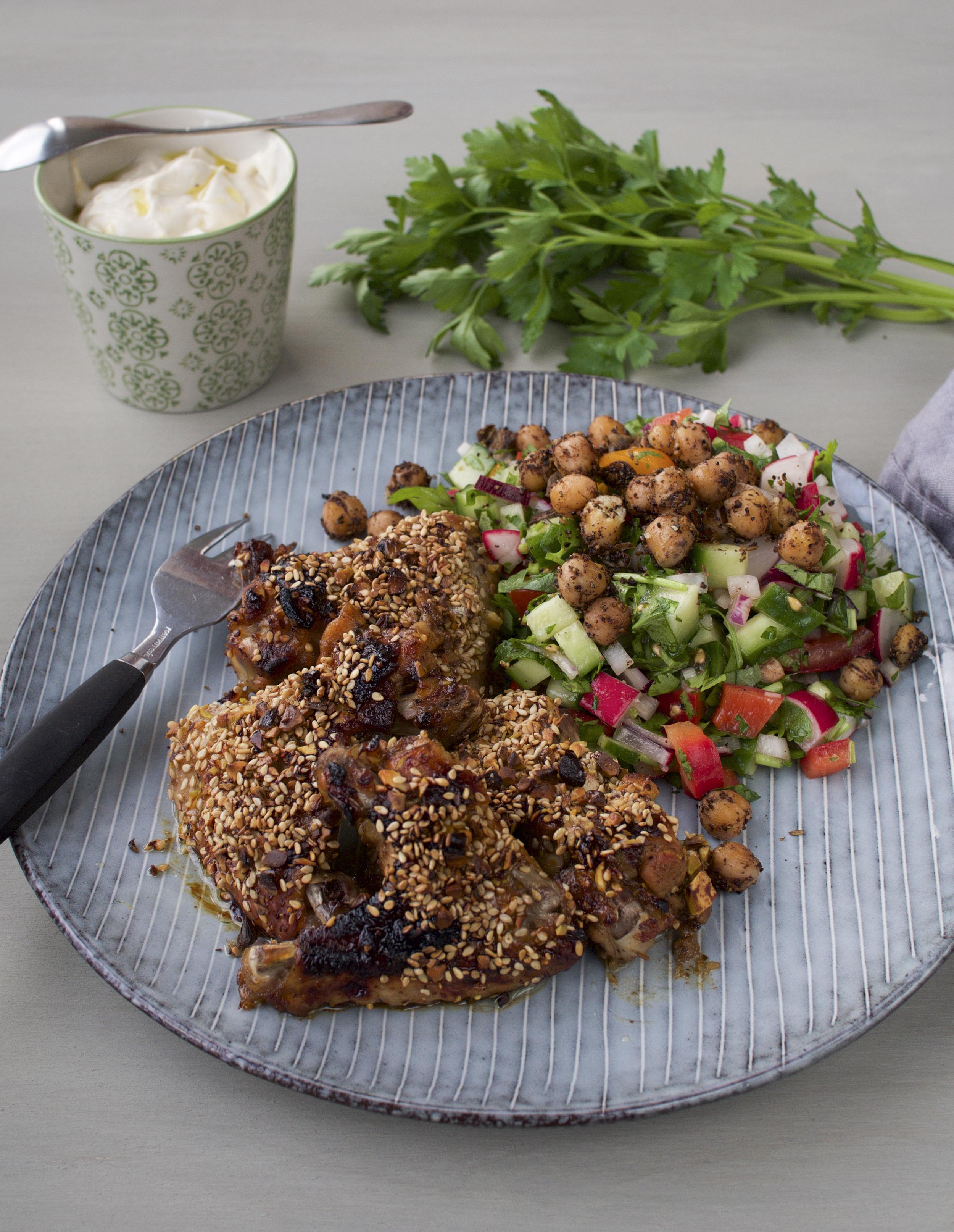 granaattiomenasiirappisiivet ja raikas satokauden salaatti